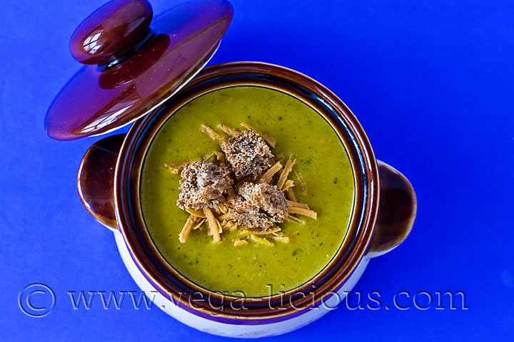 vegan-broccoli-cheese-soup