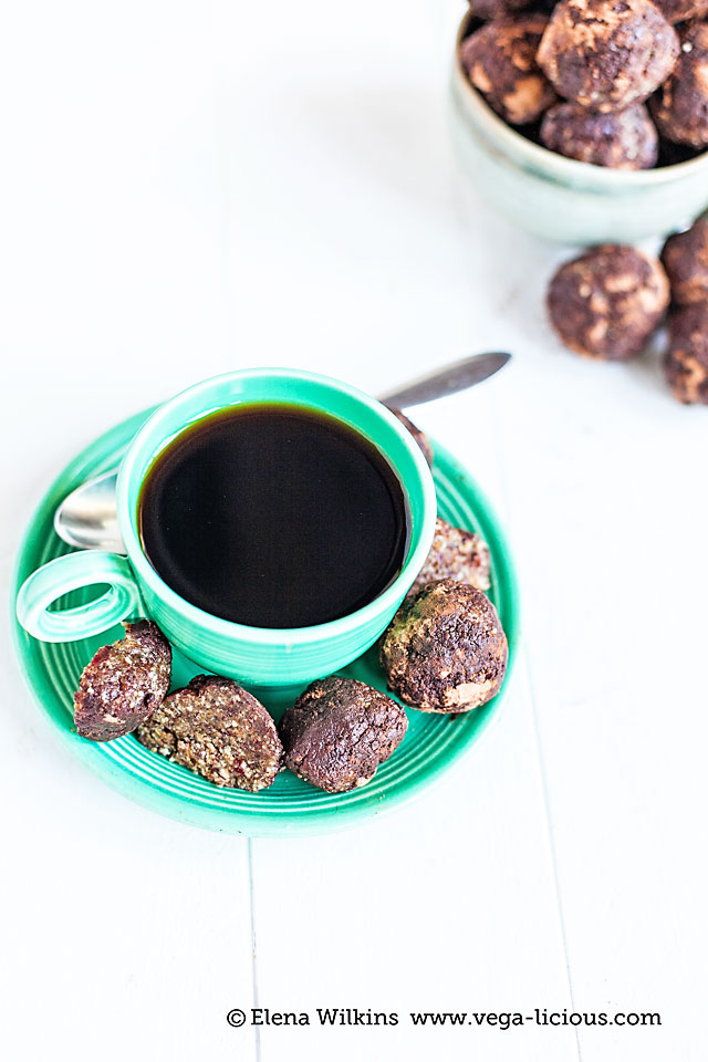 An easy, decadent, oil free, nutrition and energy packed truffles recipe. Perfect for on the go and post-workout snack. Truffles never tasted this guiltless.